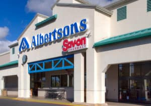SIMI VALLEY, CAUSA - JANUARY 23, 2016 Albertsons grocery store exterior and logo. Albertsons Companies Inc is an American grocery company. - Image